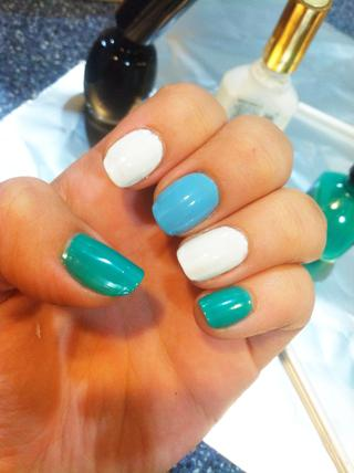 Lima y cortate las uñas antes de comenzar a pintarlas